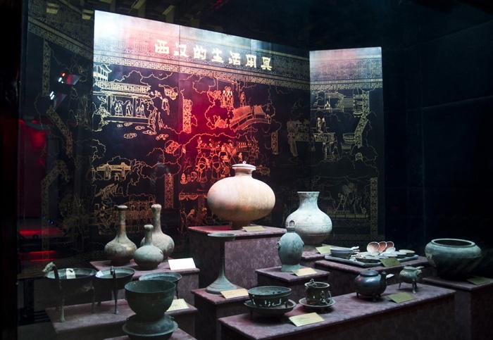 The life utensils of Han Dynasty exhibited in Hanyang Mausoleum Museum, Xi'an