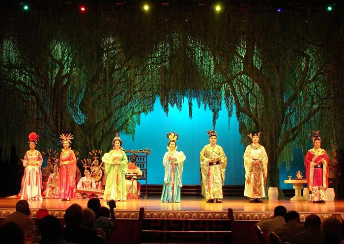 The amazing performance leads the audiences back to a dreamlike imperial feast of Tang Dynasty.