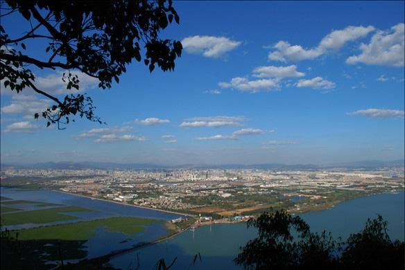 The overlook of Kunming City from West Hill