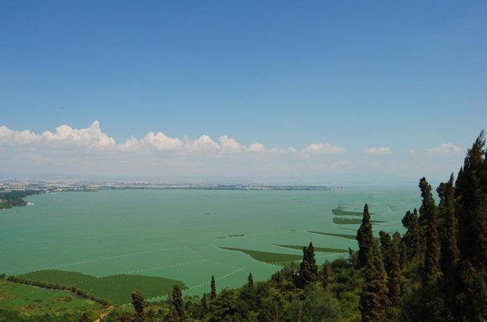 A overview of Dianchi Lake from West Hill, Kunming