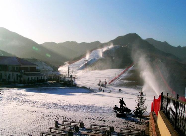 Shijinglong Ski Resort was the First One in China Adopted Artificial snow-making Service