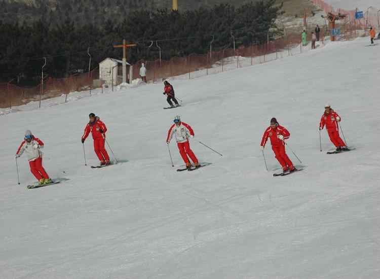 Shijinglong Ski Resort,a Good Place for Beijing Winter Tour