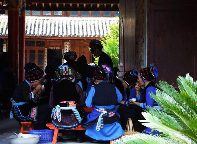 Zhoucheng village of Dali is inhabited by the Bai ethnic group.
