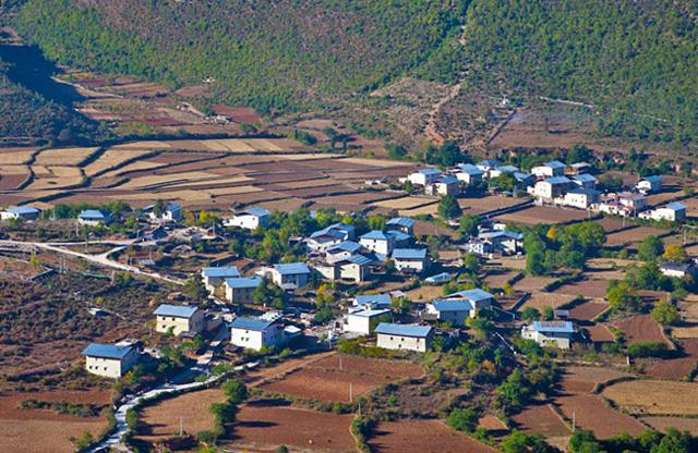 An overview of Nixi Pottery Village, Diqing