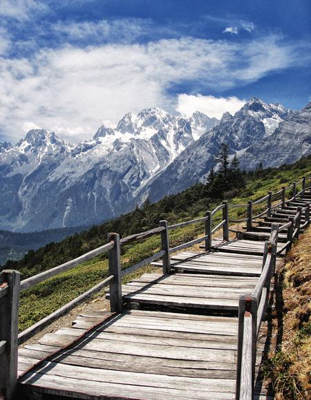 The footpath on the plateau and the beautiful Yulong Snow Mountain, Lijiang