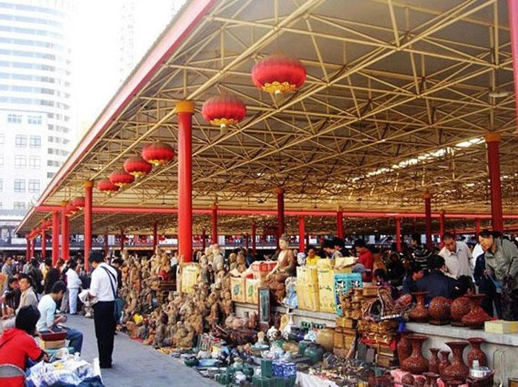 Panjiayuan Market is a Famous City Card of Beijing
