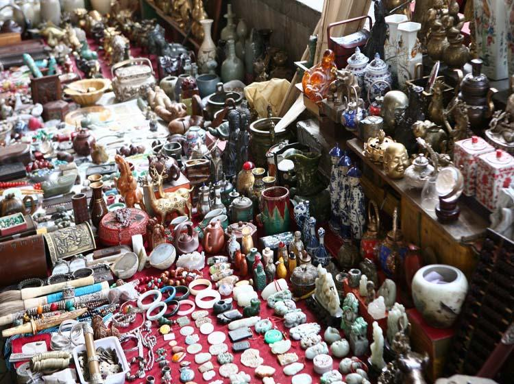 Panjiayuan Market is the One with Most Complete Varieties of Antiques in China