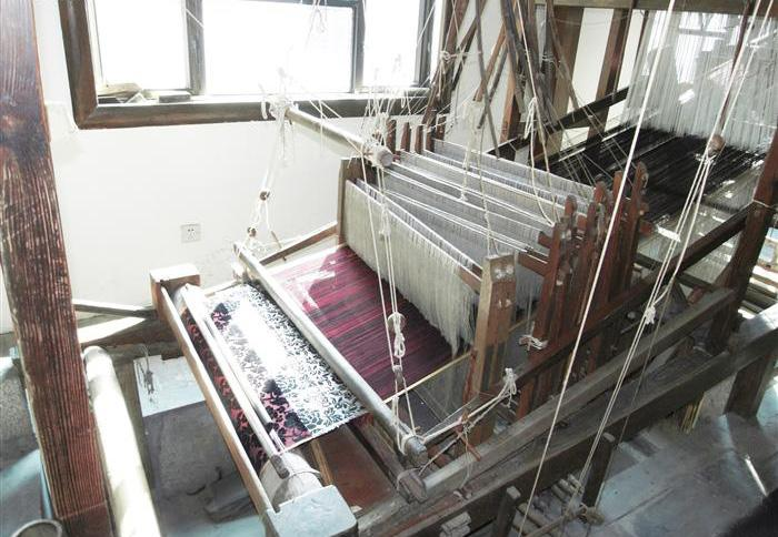 The spinning procedure of making silk