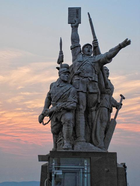 The sculpture of peasant-soldiers on the bridgehead, Nanjing