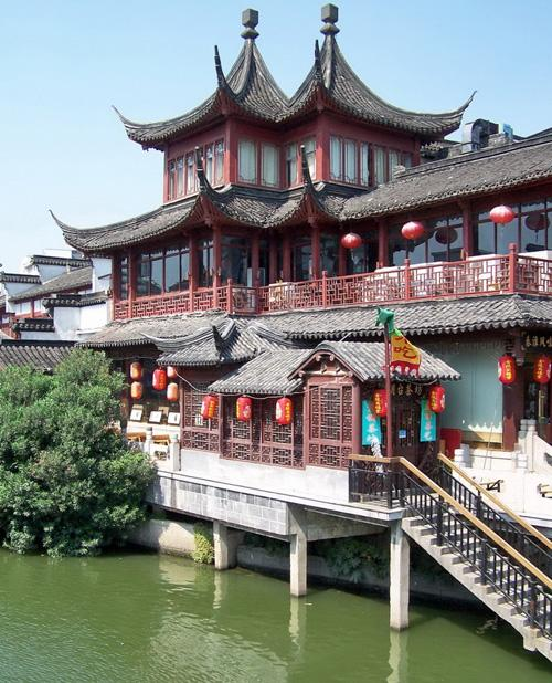 The elegant architecture on the bank of Qinhuai River