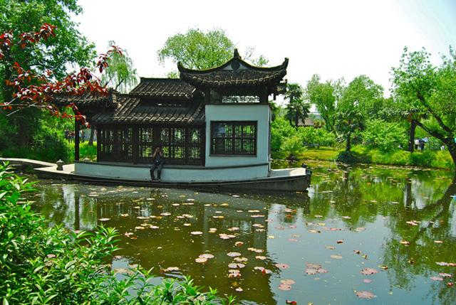 A elegant view of Shou Xi Hu Park