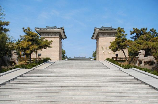 The entrance of Han Tomb Museum in Yangzhou