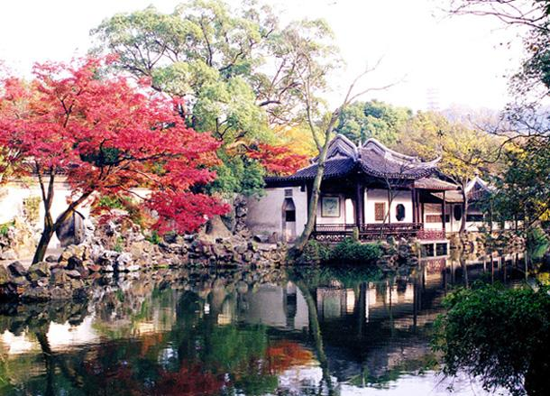 Jichang Garden is famous for its natural landscape, concise structure and ingenious scenes.