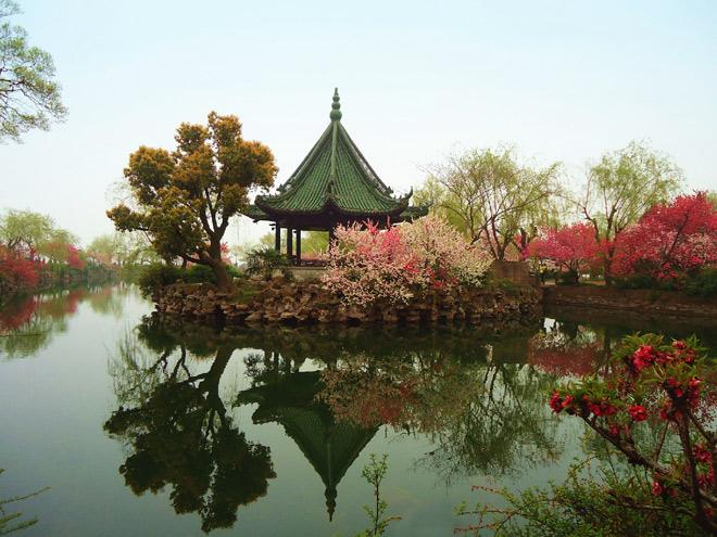 A beautiful spring scene of Li Garden