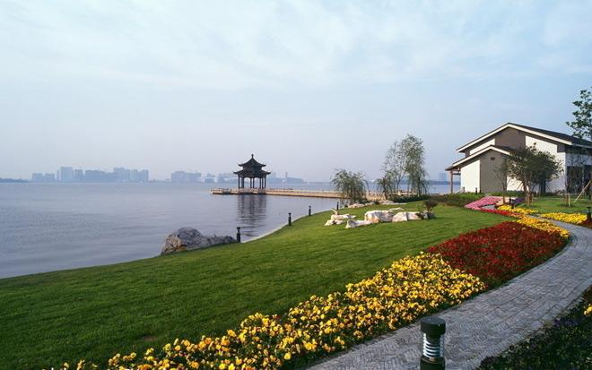 The view on the bank of Taihu Lake