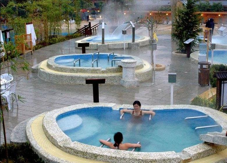 Chunhuiyuan Hot Springs Maintain a Comfortable Temperature in 60 Degrees