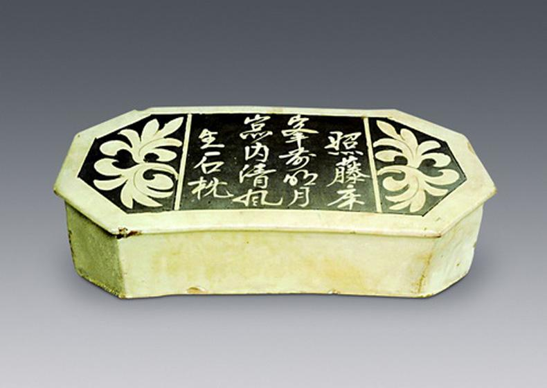 Over 400 Porcelain Pillows are Preserved in Museum of the Mausoleum of the Nanyue King