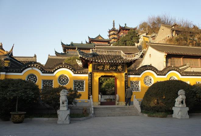 Jinshan Temple is famous for the beautiful tale of Snake White