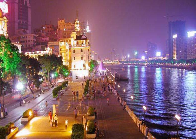 Beautiful Scenery on the Banks of Pearl River in Guangzhou at Night