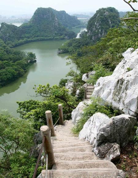 Zhaoqing Seven Stars Cave Scenic Park is Composed of Five Lakes, Six Hillocks, Seven Peaks and Eight Caves