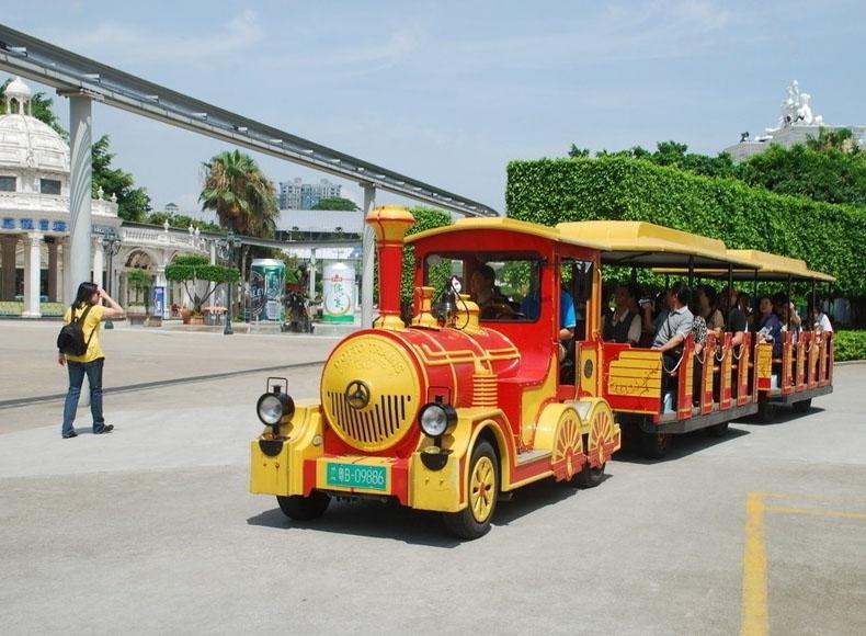 Tourists Can Take Different Means of Transportation in Window of the World to Enjoy Shenzhen Tour