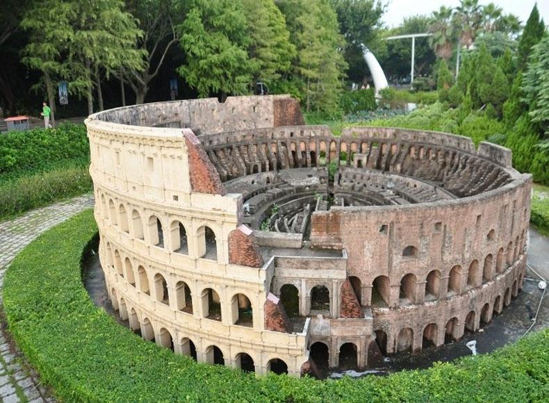 Replica of Italian Colosseum in the Window of the World, Shenzhen