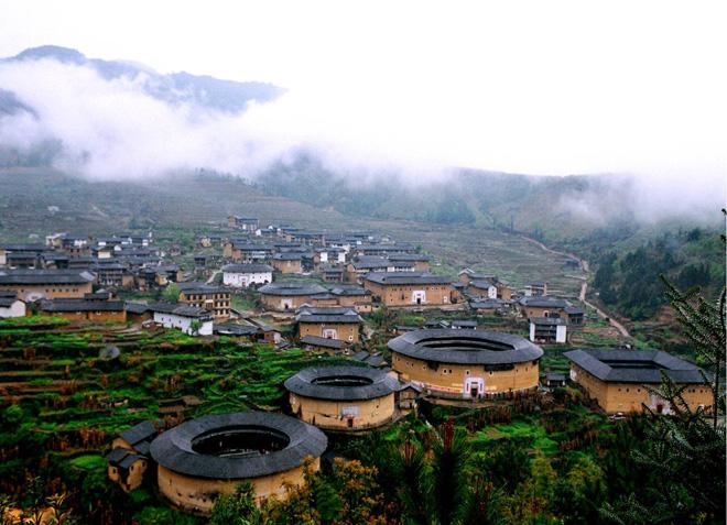 Tianluokeng boasts the most magnificent and best-preserved Hakka Castles in the area.