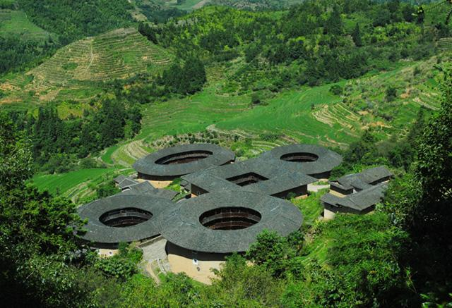 "The famous ""four dishes with one soup"" earth buildings"