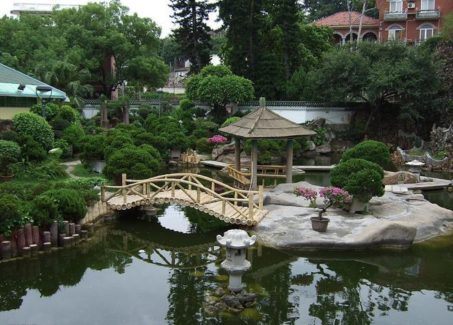 Shuzhuang Garden is a beautiful seaside garden.