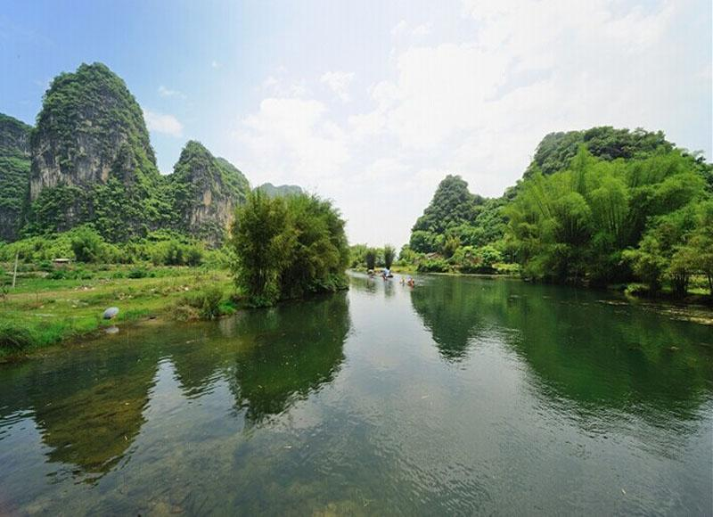 Yulong River in Yangshuo County of Guilin is called mini-Li River