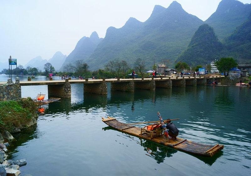 There are many bridges across Yulong River in Yangshuo, Guilin