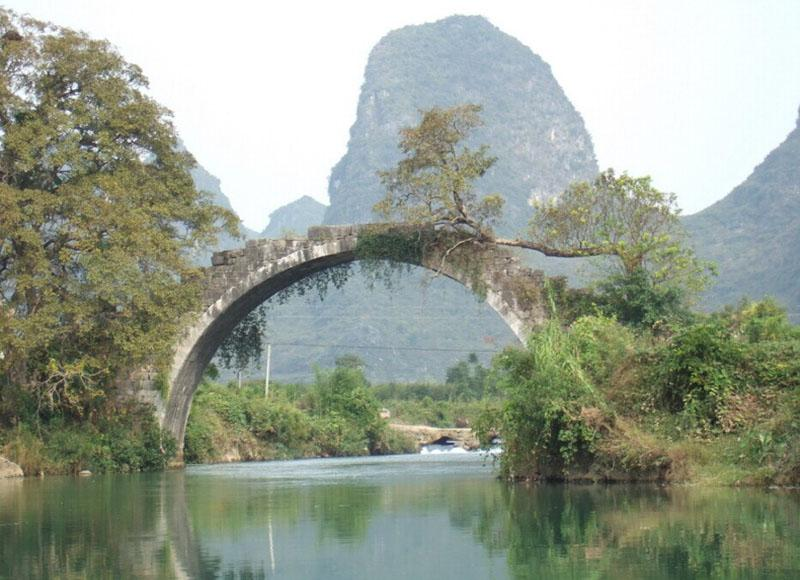 Fuli Bridge is the roundest single-hole stone bridge in Yangshuo, Guilin