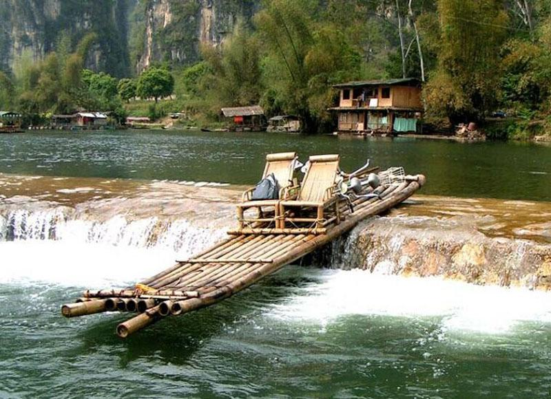 Bamboo raft in Yangshuo Yulong River