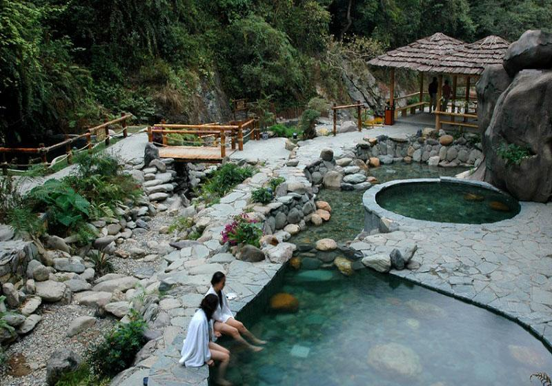 Trace elements in Longsheng Hot Springs are believed to be good for health