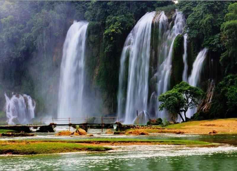 The world famous Detian Waterfall is in Chongzuo City of south China's Guangxi Province