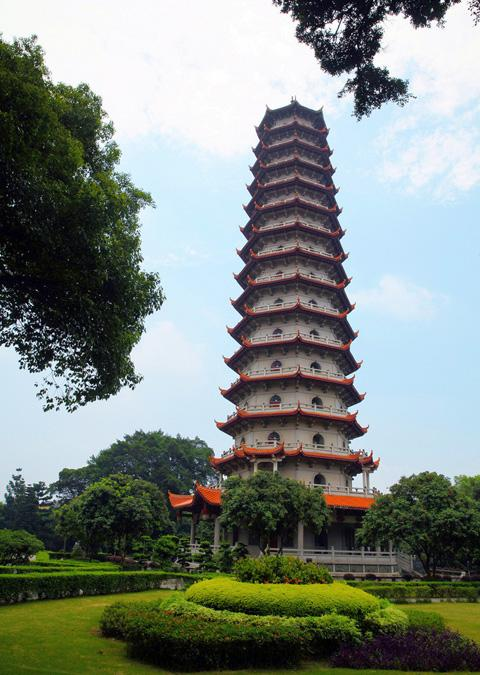 The Bao'en Pagoda in the temple