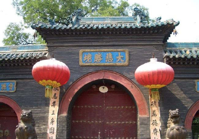 The temple gate of Chongshan Temple
