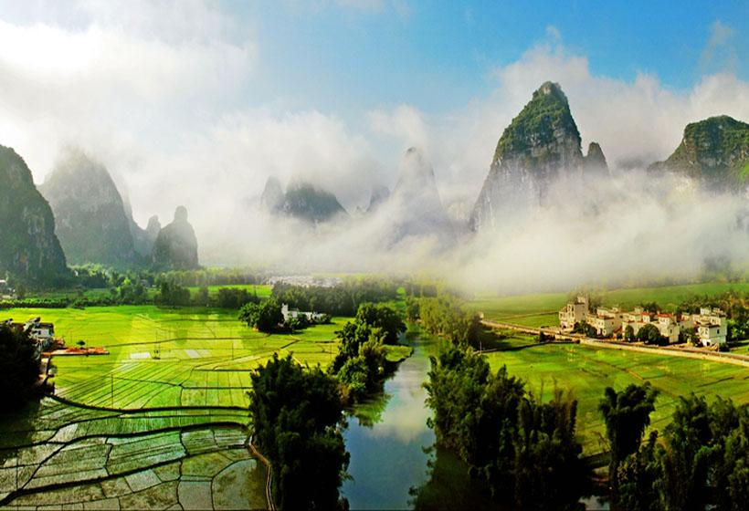 Ming-shi Countryside is called Small Guilin for its extremely beautiful scenery
