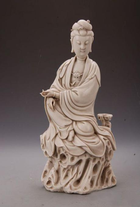 Porcelain Avalokitesvara made in Ming Dynasty preserved in Guangxi Provincial Museum