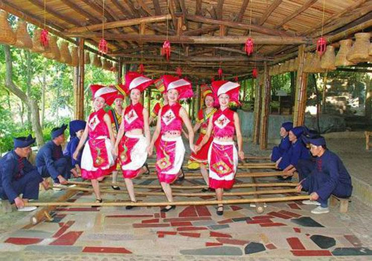 Locals perform Bamboo Dance to welcome tourists to Yiling Cave Scenic Area of Nanning