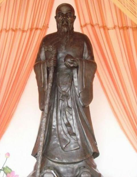 Bronze statue of Liaofu, the man with most longevity in Chinese history who was born in Guilin's Yongfu