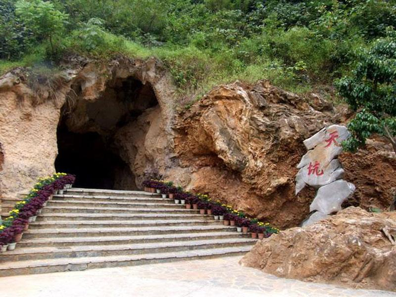 The entrance of Qianlong Heaven Cave at bottom in Yongfu County, Guilin