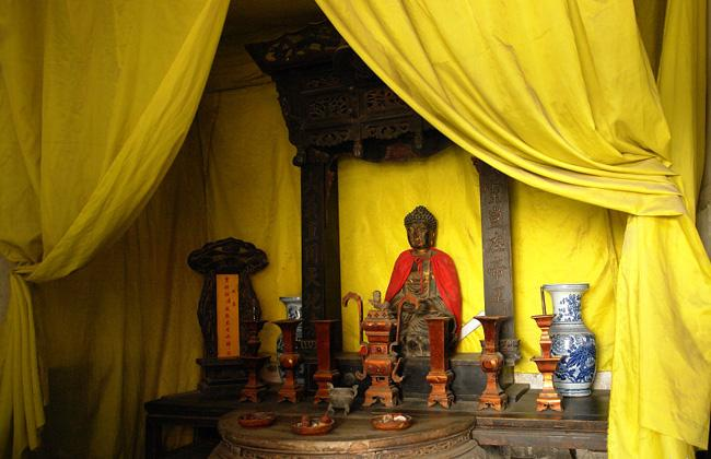 The hall for worshipping the Buddha