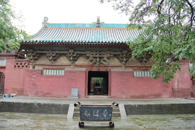 Zhenguo Temple is an ancient temple built about 1000 years ago.