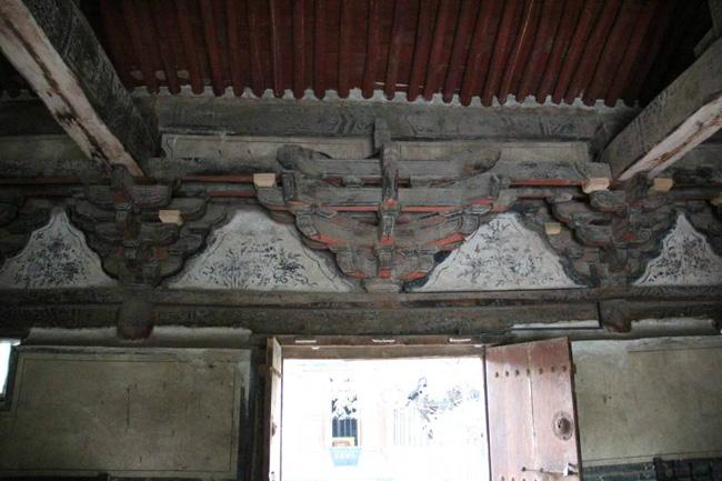 The wooden carving of the hall.