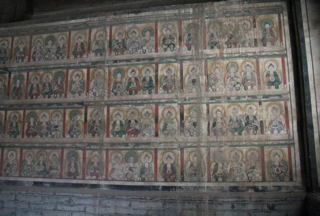 The murals on the wall of Buddha Hall.