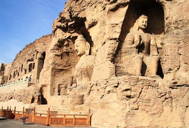 The large Buddhas on the cliff.