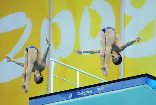 China wins 10m synchronized diving gold
