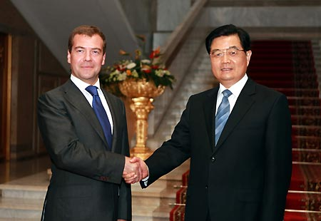 Chinese, Russian presidents meet in Dushanbe