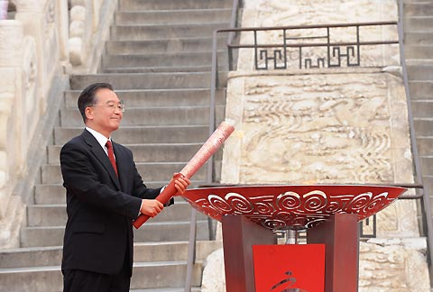Premier Wen lights Beijing Paralympic flame at Temple of Heaven